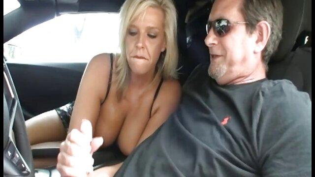 Zdejmij darmowe sex filimiki ubranie przed kamerą