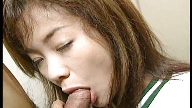Strzelaj filmoki erotyczne pikantną spermą
